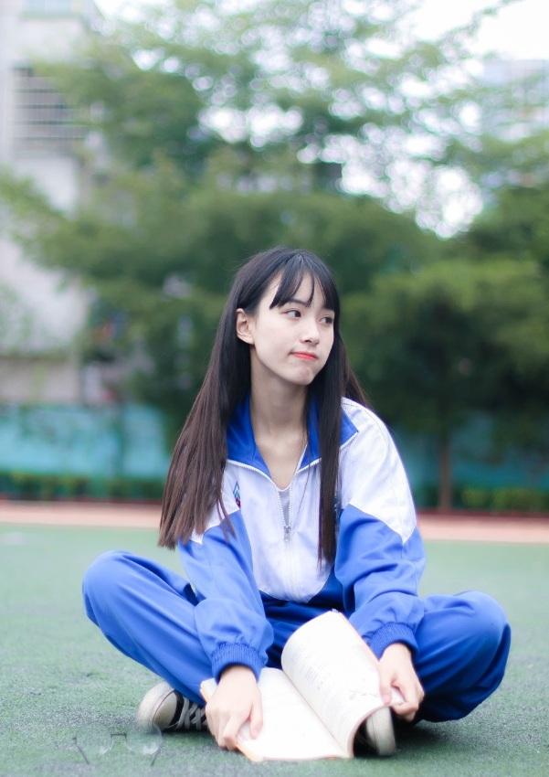 15岁高中女生高中照可人清纯被赞黑长直校服老师女神作文数学图片